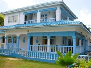 Le Chateau Bleu Hotel
