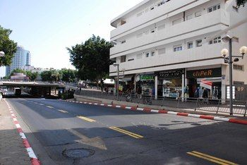 The White House At Dizengoff Square