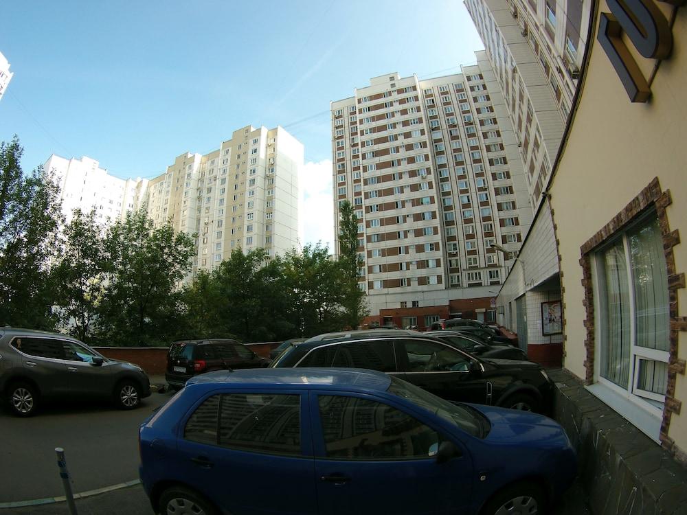 Bratislavskaya 1
