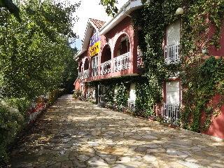 hotel Azabache Cardes en la población de Cangas de Onis